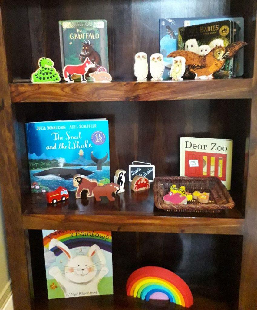 Story telling shelves